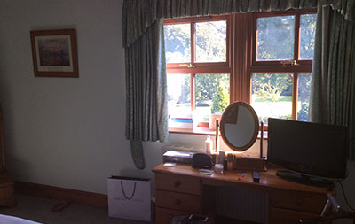 Tong, Guest Room